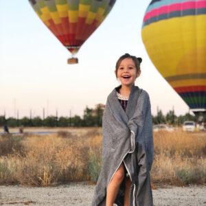Kind und Ballone