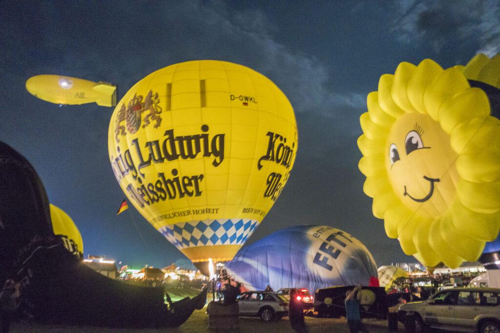 Warsteiner Ballonfiesta - Nighglow der Ballone