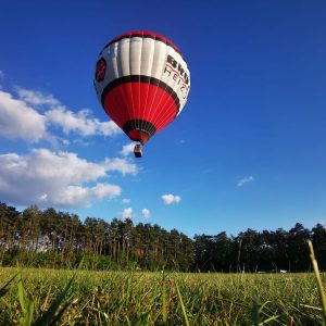 Blauer Himmel mit Balloon Brötje Heizungen Aufrüsten Fa. Karl Brand