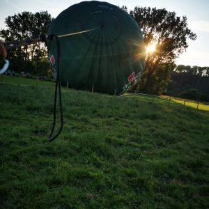 abruesen und luft ablassen bergen des ballones