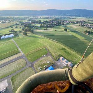 Blick auf das Wiehengebirge aus dem Ballonkorb Porta Westfalica Weser